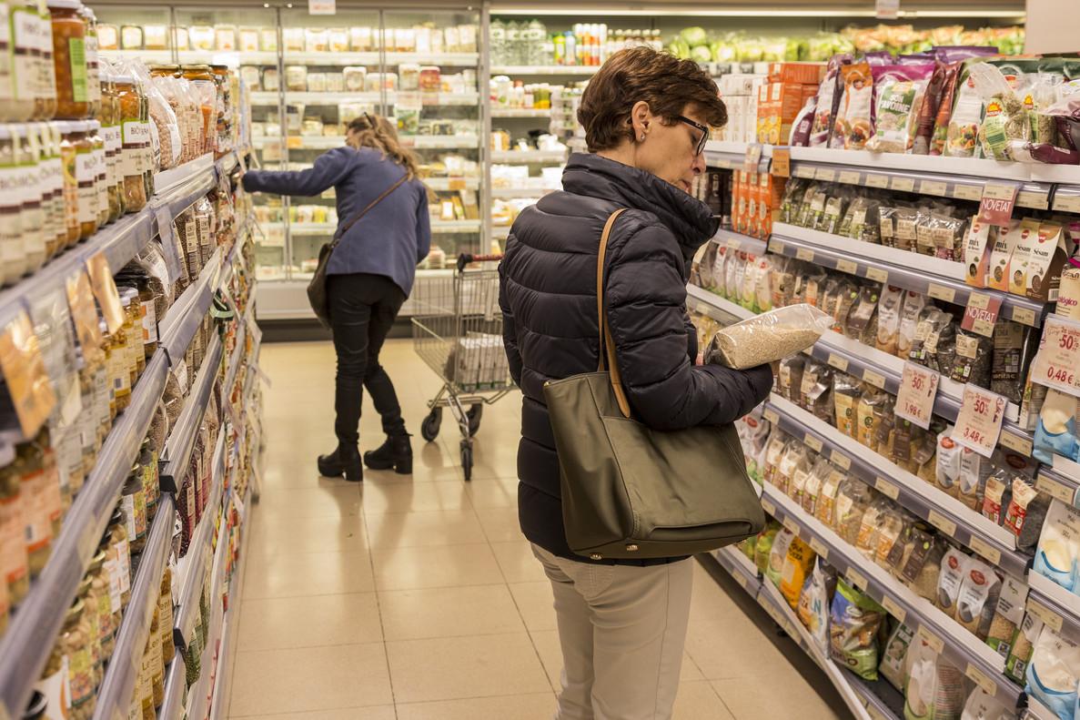 En España la confianza de consumidores y empresarios cae 1,2 puntos en el mes demarzo, acumulando unsegundo descenso consecutivo.