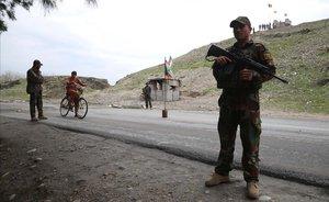 Control de las fuerzas de seguridad afganas en Behsood (Afganistán).