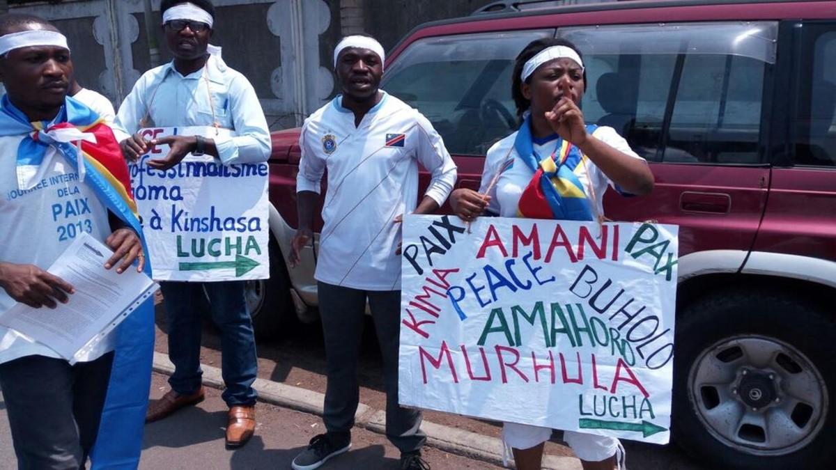 Un grupo de militantes de LUCHA se manifiesta en Goma.