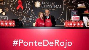 El doctor Bonaventura Clotet y Elena Foguet, el sábado, en la iniciativa solidaria de La Roca Village.