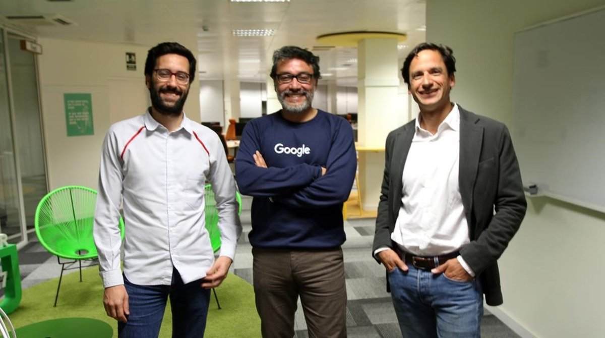 Eduardo Tinoco de Google, entre Xavi Beumala y Juan Margenat de Marfeel.