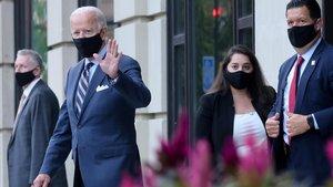 Joe Biden el miércoles abandona su casa en Wilmington, Delaware.