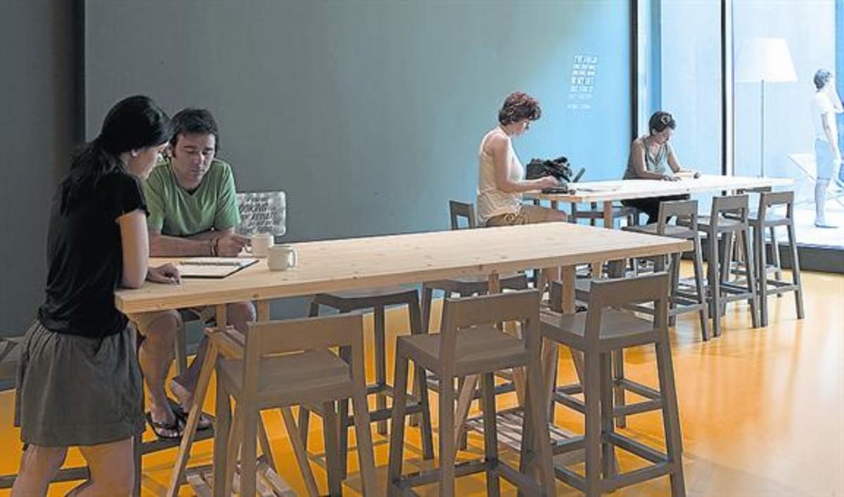 Varios emprendedores en las instalaciones de Barcelona Activa.
