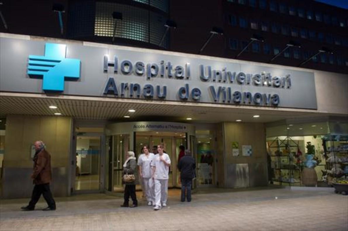 Entrada del Hospital Arnau de Vilanova.