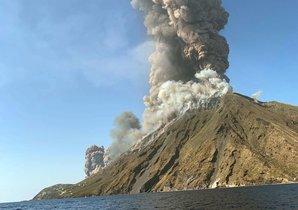 Erupción del volcán Estrómboli, este miércoles.