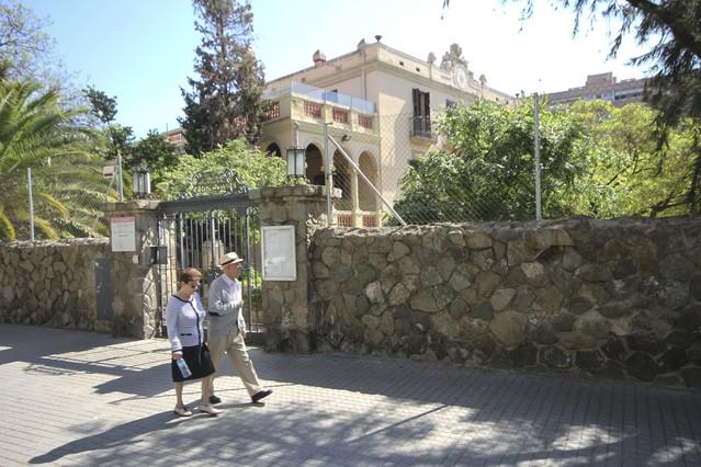 Fachada de la Masía Can Carasses, actual escuela de educación infantil y primaria Ignasi Iglesias, en Sant Adreu del Palomar.