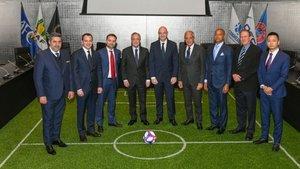 Florentino Pérez, junto a Gianni Infantino y el resto de presidentes de clubs de la nueva WFCA.