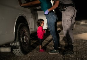 Fotografía tomada por John Moore el 12 de junio de 2018 en la frontera con EEUU, que ha ganado el World Press Photo 2019.