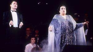 Freddie Mercury y Montserrat Caballé interpretando la mítica Barcelona.