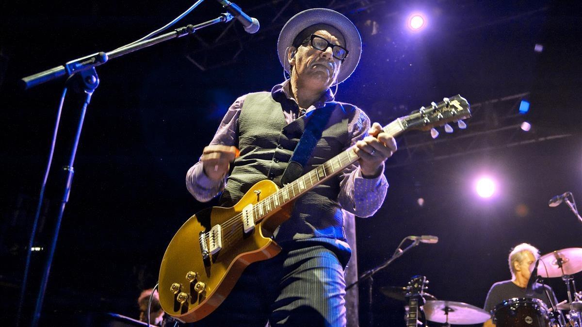 Elvis Costello en una actuación en Barcelona