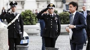 Giuseppe Conte llega al palacio del Quirinale a entrevisterse con Sergio Matarella.