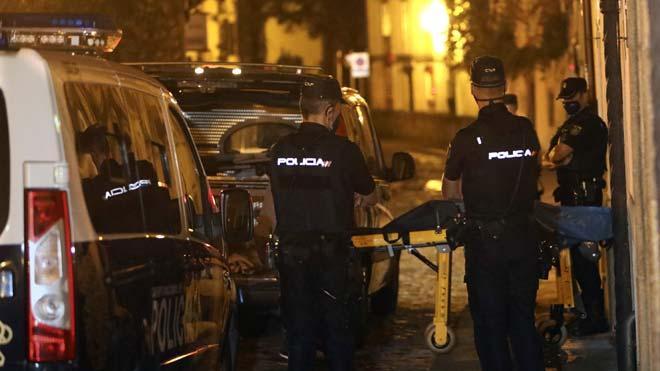 Un hombre mata a su sobrino de tres años en Santiago de Compostela. En el vídeo, imágenes de la casa donde sucedieron los hechos.