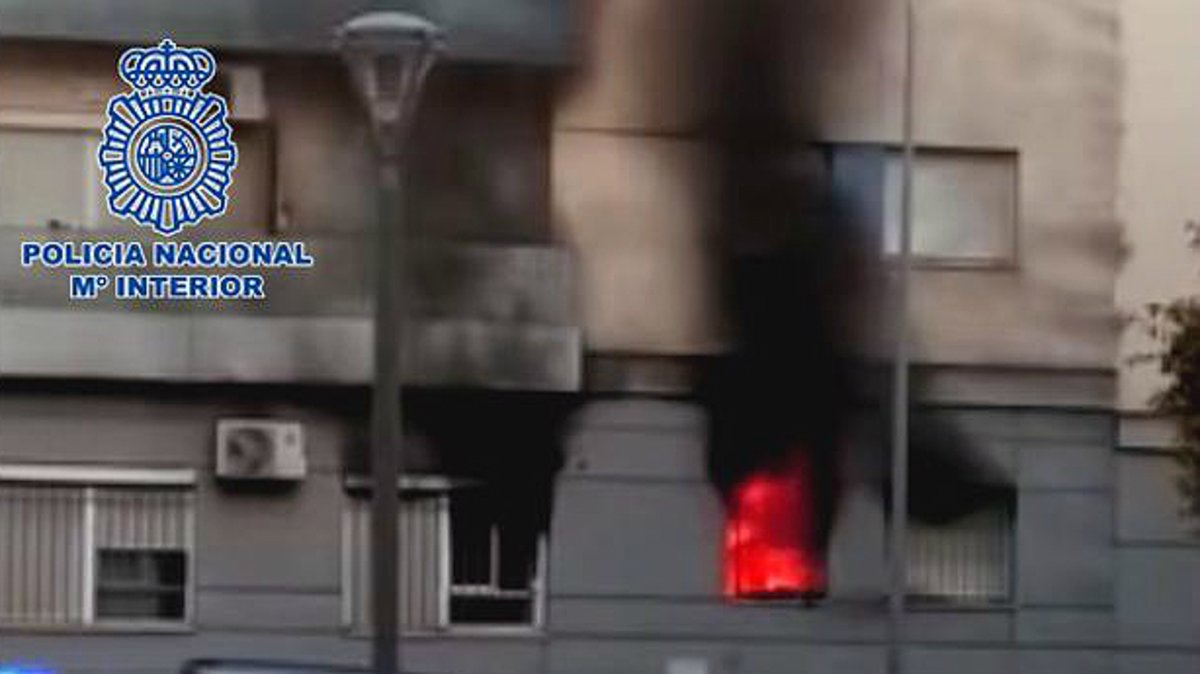 Las llamas queman el edificio de Jerez de la Frontera (Cádiz) el pasado 3 de marzo.