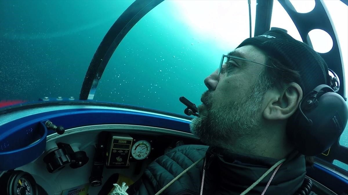 El actor Javier Bardem ha descendido al fondo del oceáno Antártico en un submarino de Greenpeace para pedir la creación de un santuario.