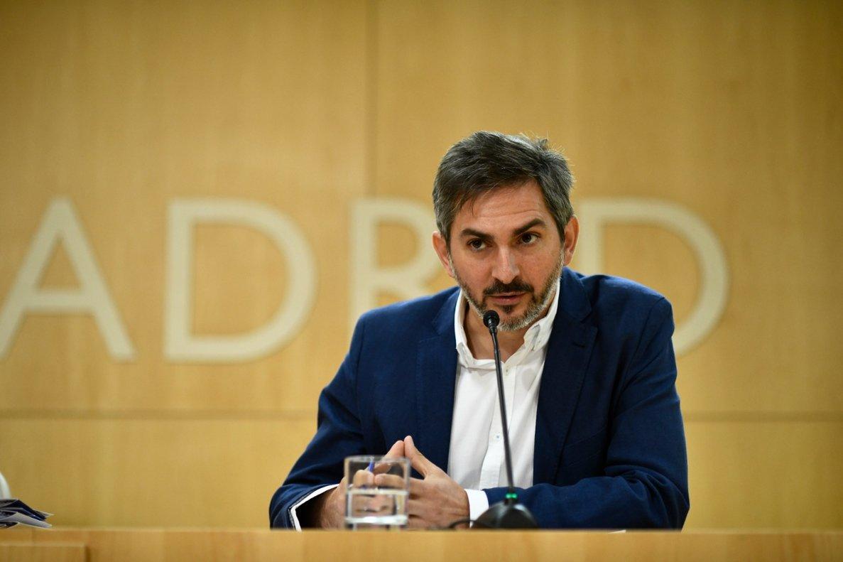 El delegado de Familias, Igualdad y Bienestar social, José Aniorte, tras la junta de Gobierno.