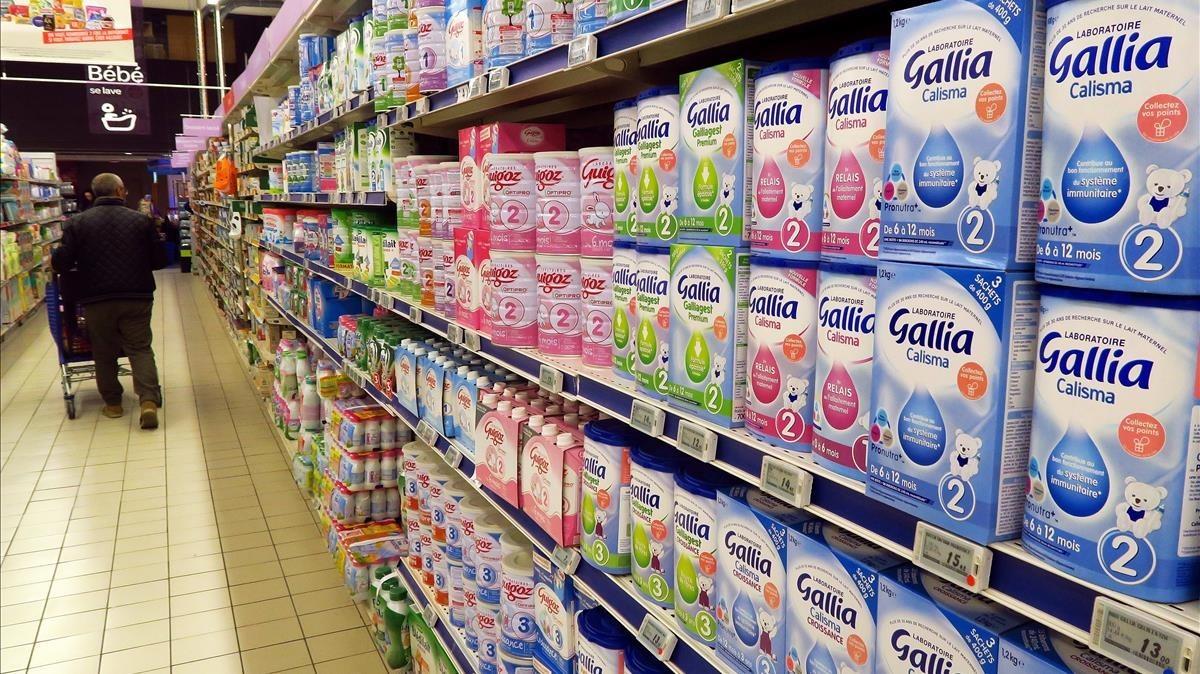 Productos alimentarios infantiles en un supermercado francés.
