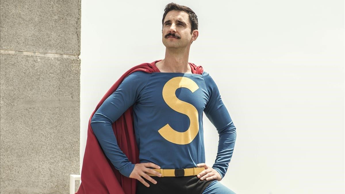 El actor Dani Rovira en la piel de Superlópez.