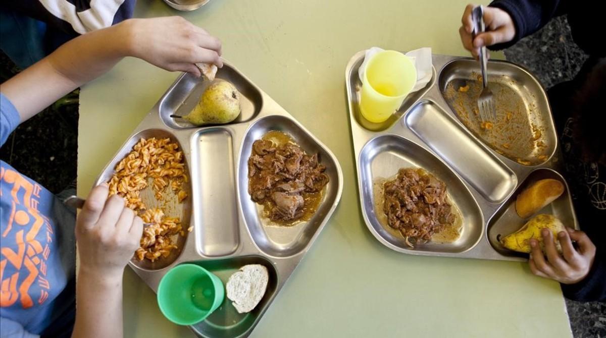 Menú de mediodía en una escuela de Barcelona.
