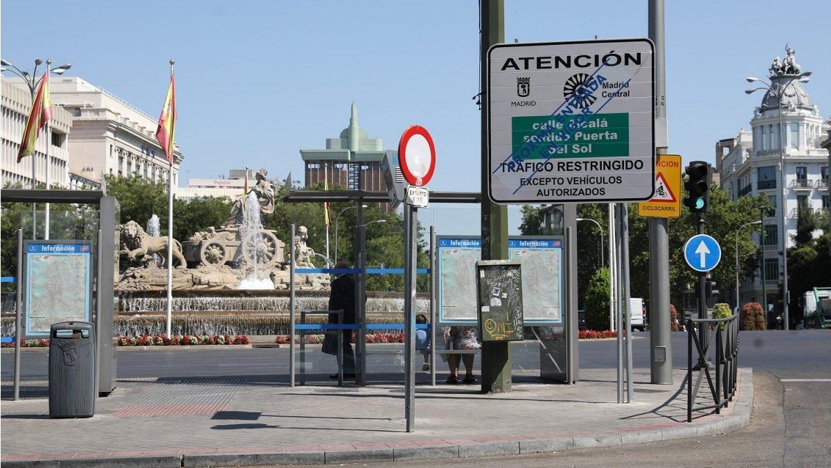 Señal vertical de acceso a Madrid Central.