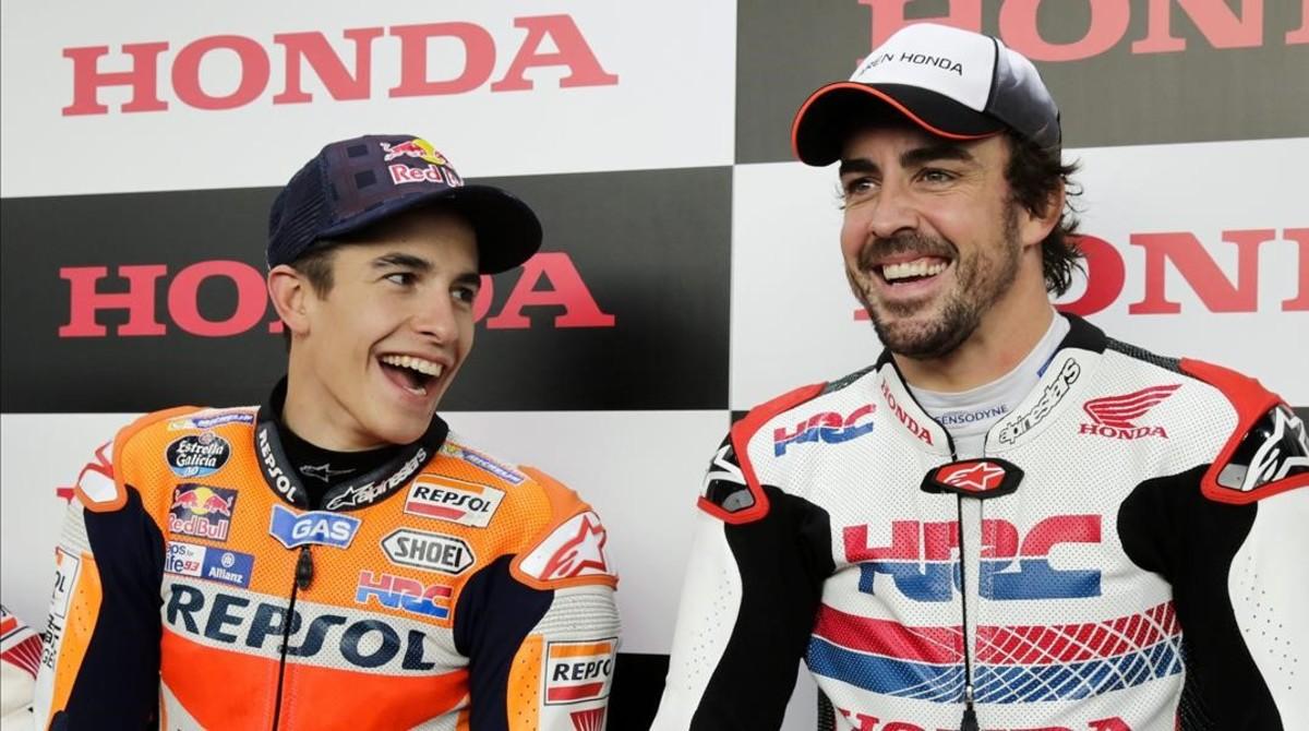 Marc Márquez y Fernando Alonso coincidieron, en 2016, en una fiesta de Honda, en Motegi.