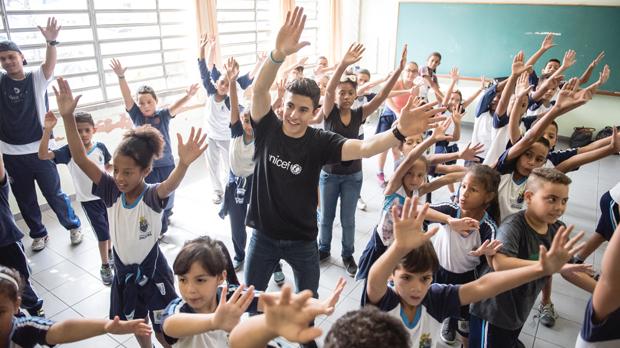 Marc Márquezha visitado la Escuela Municipal de Educación Básica Mario Santalucía en Diadema, Brasil, apoyada por UNICEF.