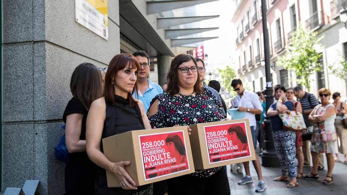 Más de 250.000 firmas piden el indulto de Juana Rivas.