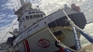El barco de Proactiva Open Arms en el puerto de Pozzallo.