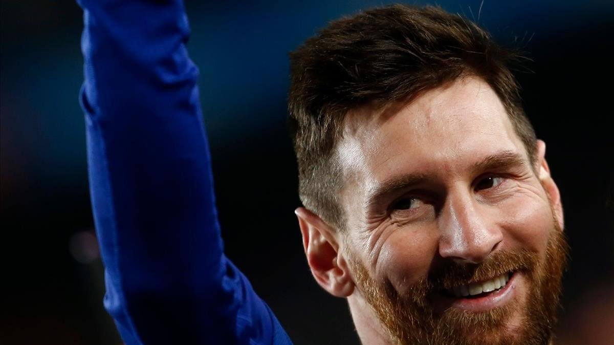 Messi celebra la Liga 18-19 en el Camp Nou.