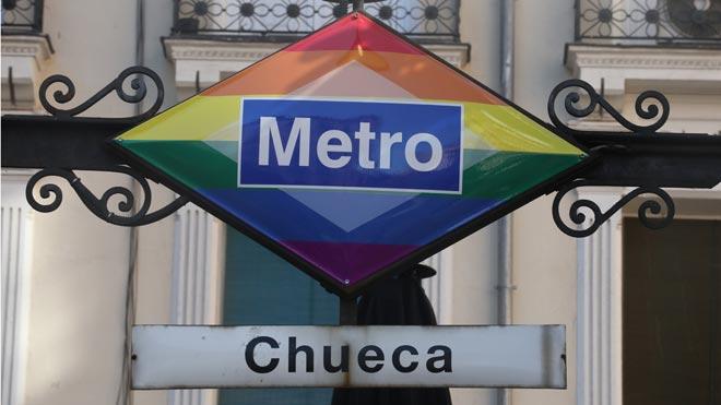 El metro de Chueca lucirá de forma permanente un rombo arcoíris.