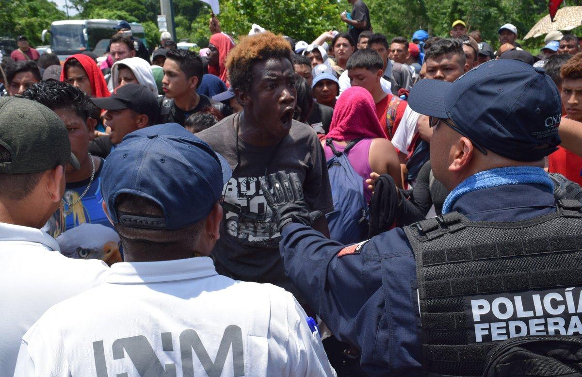 Migración desplegó con el apoyo de la Guardia Nacional y la Policía Federal un operativo para contener el paso de los migrantes en Metapa.