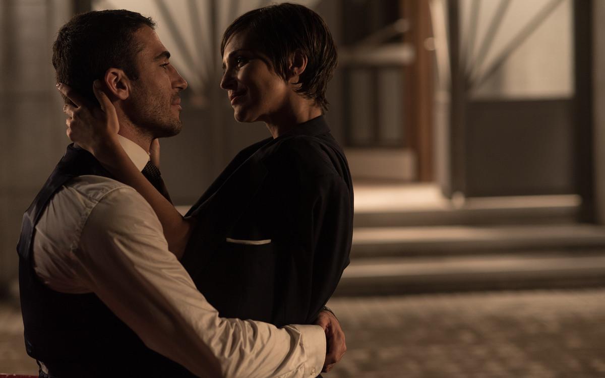 Miguel Ángel Silvestre y Paula Echevarría, en el capítulo final de 'Velvet'.