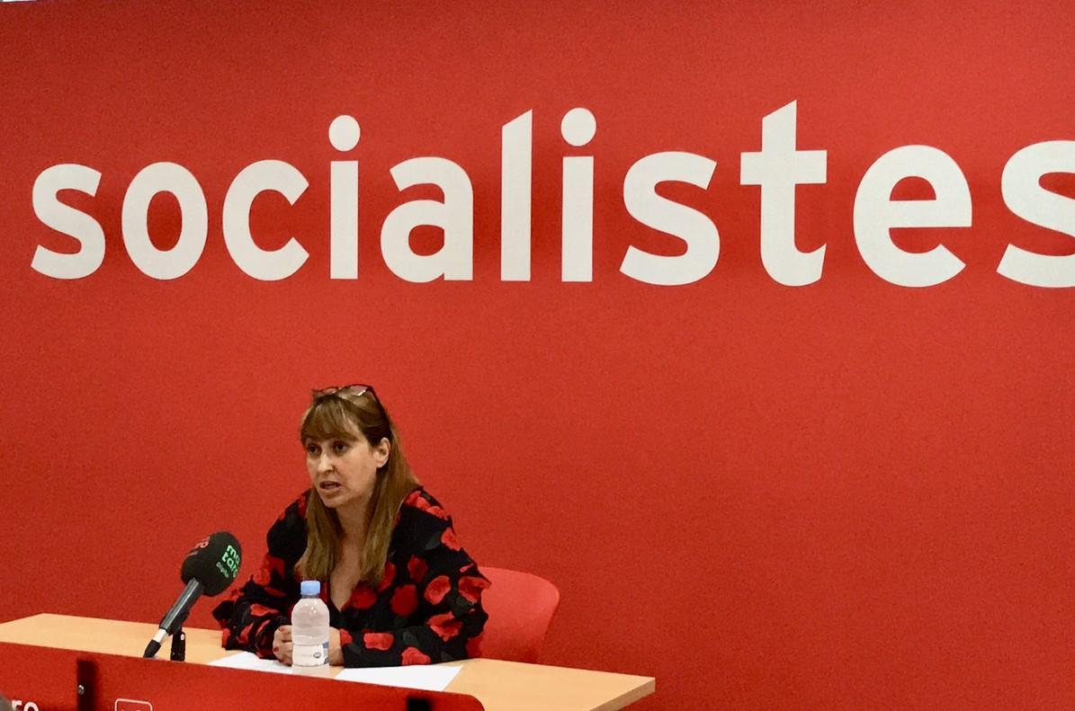 Núria Moreno, portavoz del grupo municipal socialista en el Ayuntamiento de Mataró, comparece en la sede del Camí de la Geganta para anunciar que su grupo llevará al pleno de julio una propuesta de consenso sobre la ampliación de Mataró Parc.