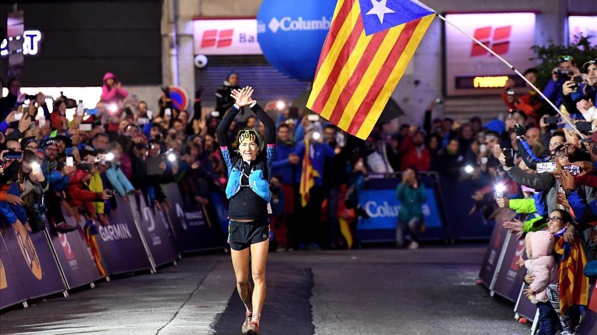 Núria Picas llega vencedora a Chamonix.