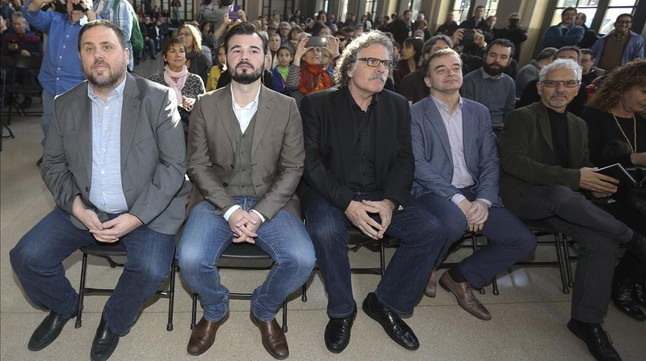 Oriol Junqueras, Gabriel Rufián, Joan Tardà y Santiago Vidal, este domingo, durante la presentación de los candidatos de ERC a las elecciones generales del 20-D.
