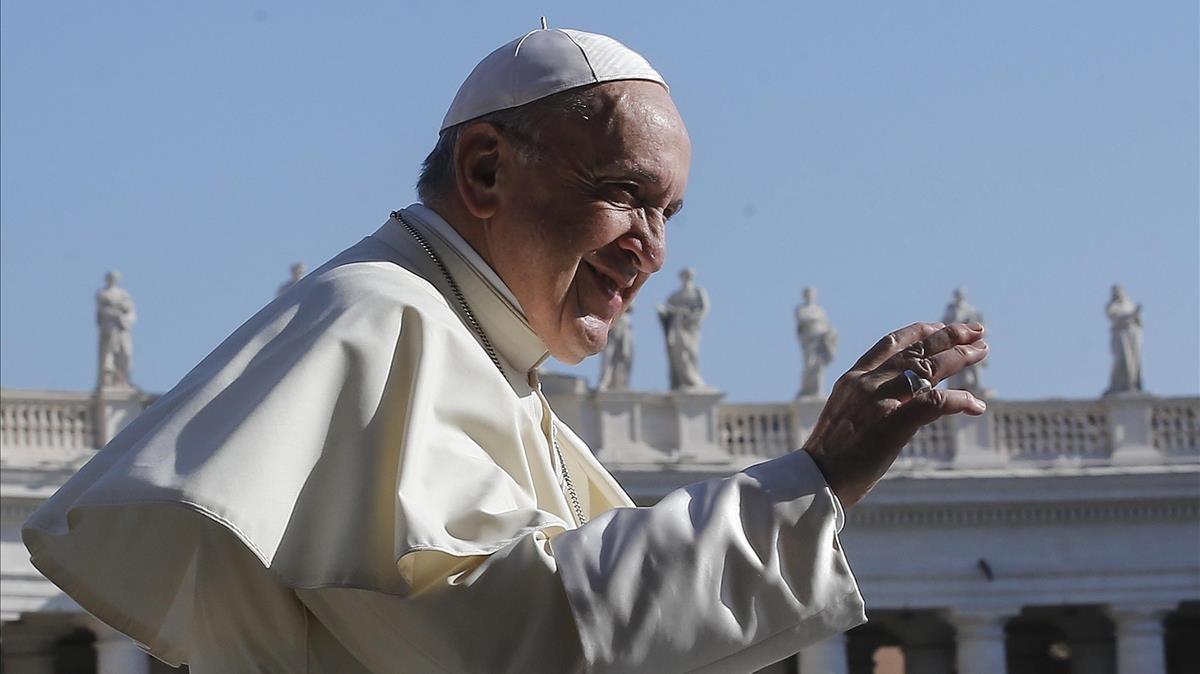 El papa Francisco, en la audiencia de los miércoles en la plaza del Vaticano.