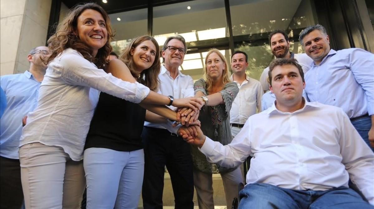 Mercè Conesa, Marta Pascal, Artur Mas, Neus Munté, David Bonvehí y otros miembros de la cúpula del PDC, tras las elecciones internas.