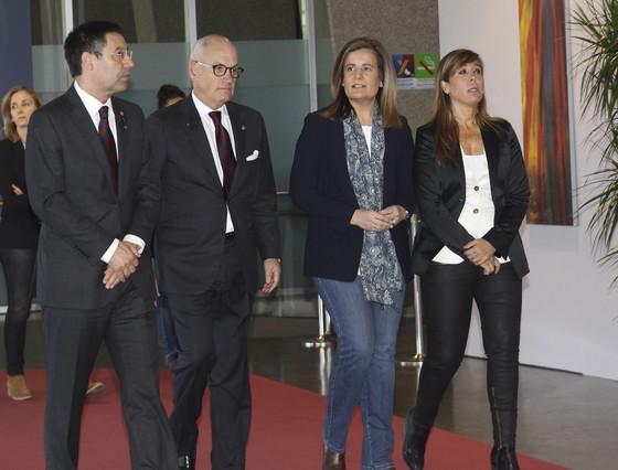 El presidente del F.C. Barcelona, Josep María Bartomeu, el vicepresidente del club, Carles Vilarrubí, la ministra de Empleo y Seguridad Social, Fátima Báñez, y la presidenta del PPC, Alícia Sánchez-Camacho