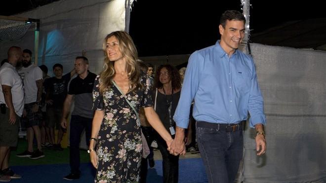 El presidente del Gobierno, Pedro Sánchez, y su esposa, Begoña Gómez, en el festival de Benicassim, en Castellón, este viernes por la noche.
