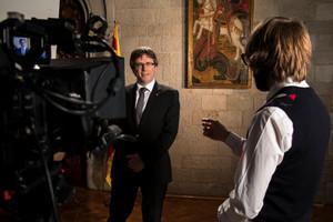 El president Carles Puigdemont, durante la grabación de su intervención en el último programa de El gran dictat, de TV-3.