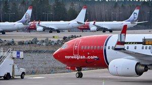 Aviones Norweigianpermanecen aparcados en el aeropuerto de Arlanda, en Estocolmo (Suecia)