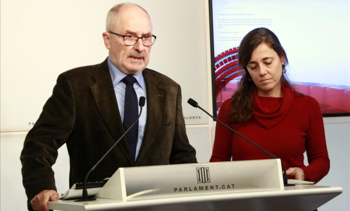 Rafael Ribó, síndic de greuges, y María Jesús Larios, adjunta para la defensa de los niños y adolescentes.