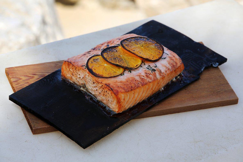 Salmón a la madera de cedro, receta de Roman Gernoth, chef del restaurante Salt.
