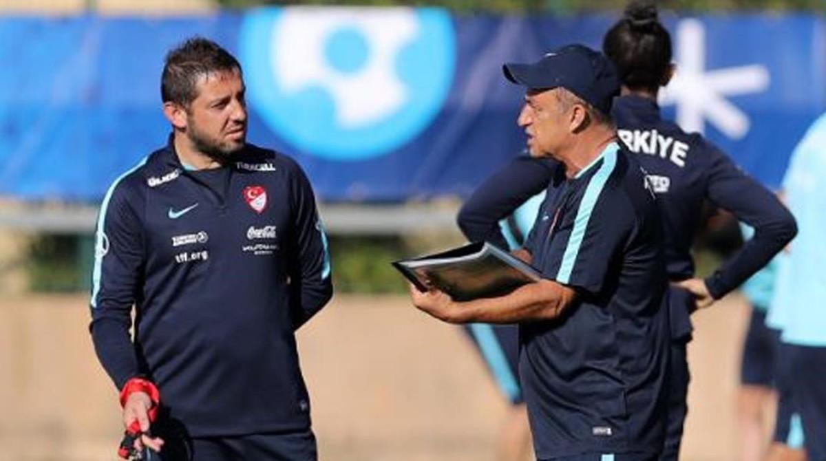 Nihat (izquierda), junto al seleccionador Fatih Terim, en un entrenamiento de Turquía.
