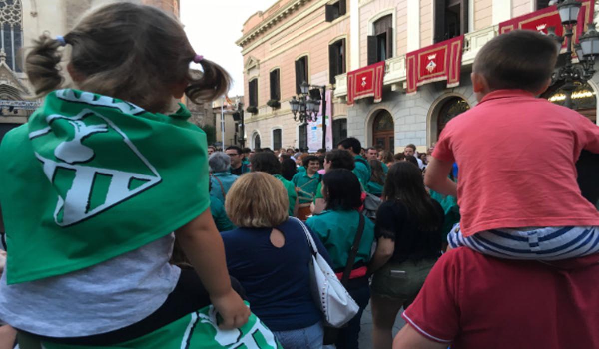 Sabadellenses durante el pregón de la Fiesta Mayor de 2017.