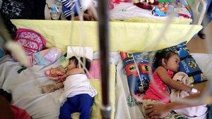 La epidemia de sarampión en Filipinas sigue creciendo en personas de todas las edades.