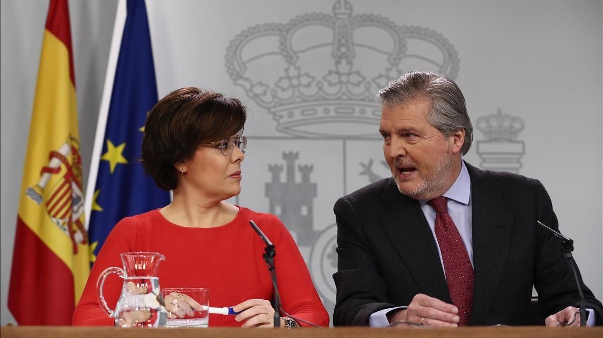 Soraya Sáenz de Santamaría e Íñigo Méndez de Vigo, este viernes, enla rueda de prensa posterior al Consejo de Ministros.