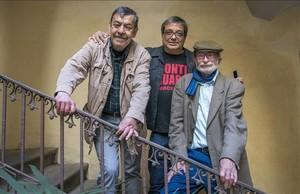 Rai Ferrer y Miguel Agustí, autores de La aventura de Strong. Historia de una revista juvenil de culto, junto al editor Albert Mestres.