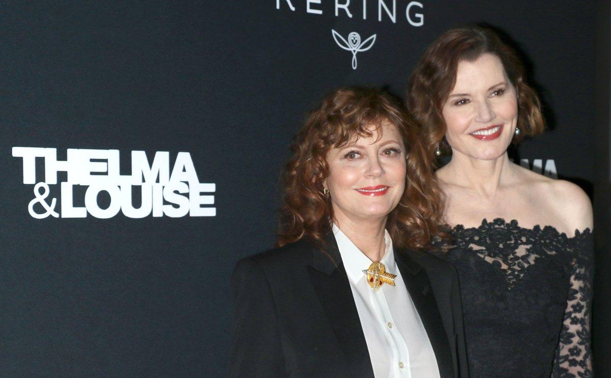 Susan Sarandon y Geena Davis, a la derecha, en la alfombra roja antes de la proyección en el MoMA de 'Thelma & Louis'.