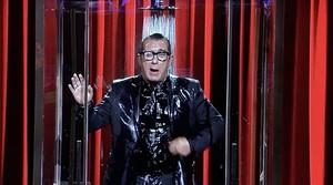 Andreu Buenafuente como showerman, o sea, un showman que explica su monólogo bajo la ducha.