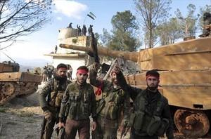La toma 8Sirios y turcos, el domingo, tras ocupar el cerro Bursayah, que separa el enclave de Afrin.